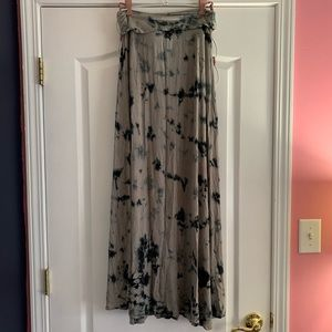 Twisted Angels gray and black maxi skirt